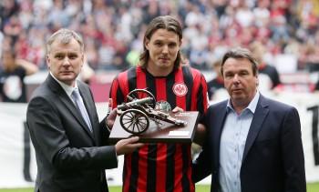 Alex Meier bei seiner Ehrung zum Torschützenkönig der Saison 2014/15.