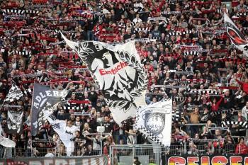 Die Mehrheit der Fans ist sich sicher: Ihre SGE spielt auch in der kommenden Saison in der ersten Liga.