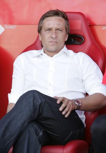 Sitzt Horst Heldt vielleicht schon bald als neuer Sportvorstand bei der Eintracht auf der Tribüne?