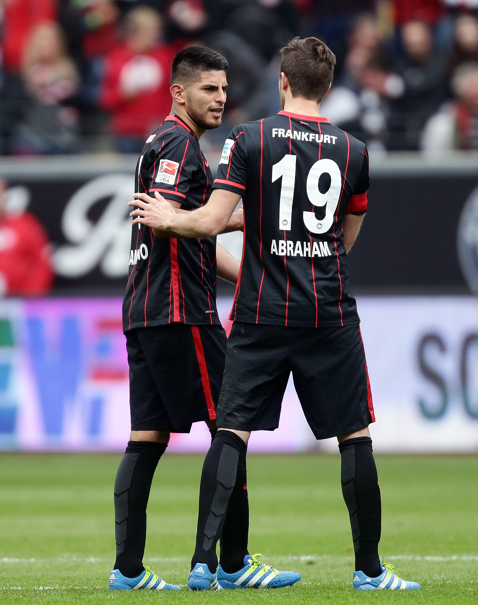 Kapitän Zambrano – Mit der Binde kommt die Leistung   SGE4EVER.de - Das  Onlinemagazin über Eintracht Frankfurt