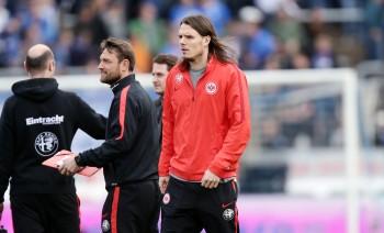 Saß am Samstag als Glücksbringer auf der Ersatzbank und gibt sich bezüglich des Klassenerhalts optimistisch: Eintracht-Kapitän Alex Meier.