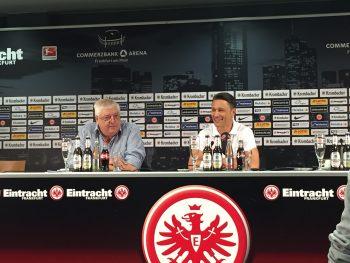 Gut gelaunt erschien Niko Kovac (r.) zur ersten Pressekonferenz der neuen Saison.