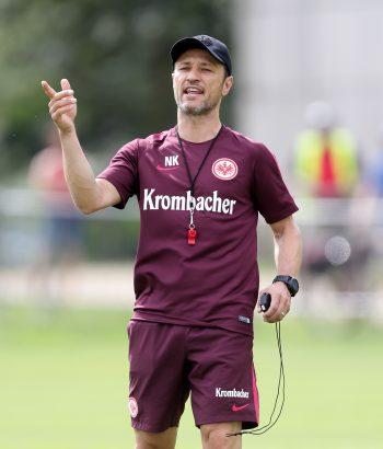 Darf Chef-Trainer Nico Kovac bald den lange erwarteten Innenverteidiger begrüßen?