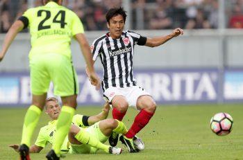 Eintracht-Mittelfeldmotor Makoto Hasebe ist optimistisch, dass die SGE eine gute Runde spielt.