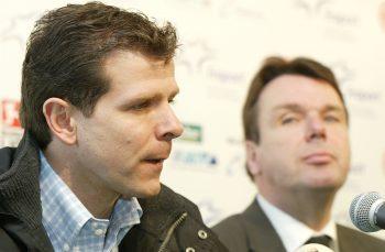 Andreas Möller (l.) und Heribert Bruchhagen verkünden das Ende der Zusammenarbeit.