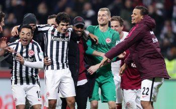 Nach dem Sieg gegen Dortmund ist die Freude im Eintracht-Lager groß.