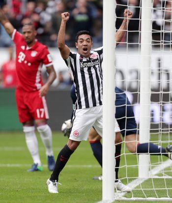 Marco Fabian sorgt mit der Brust für den verdienten 2:2-Ausgleich gegen Rekordmeister Bayern München.