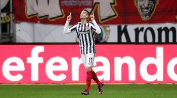 Mijat Gacinovic bejubelt seinen 1:0-Siegtreffer gegen den 1. FC Köln.