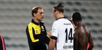Thomas Tuchel (links, hier mit Alex Meier in Dubai) nimmt die Eintracht ernst.