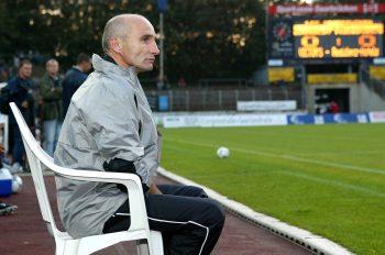 Horst Ehrmantraut saß für die Eintracht zweimal in Leipzig auf seinem Plastikstuhl.