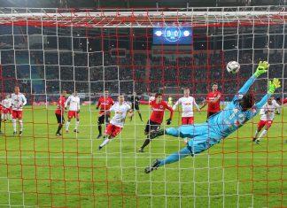 Heinz Lindner konnte die Niederlage zwar nicht verhindern, doch er war auf dem Punkt da,als er gebraucht wurde. Bild: imago/Picture Point LE