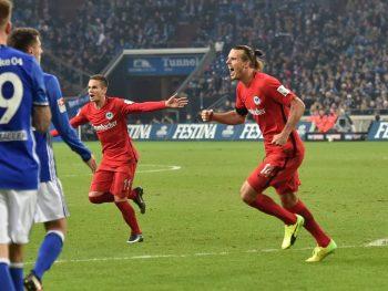Alex Meier trifft zum 1:0 für die Eintracht. Der Treffer aus der 33. Minute reicht zum Sieg auf Schalke. (Foto: Imago/Team)