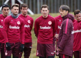 Trainer Niko Kovac stimmt sein Team auf die Partie gegen Hertha BSC ein.