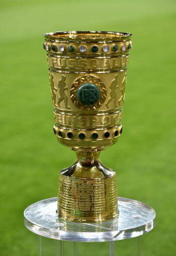 Diesem Pokal ist die Eintracht heute einen Schritt näher gekommen. (Foto: Imago/Michael Weberr)