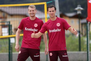 Die beiden Freunde Hradecky (li.) und Lindner (re.) dürfen sich auf ein Duell gegeneinander freuen.