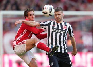 Weltmeister Philipp Lahm hatte ständig Schwierigkeiten mit Ante Rebic. Der Kroate wurde mit der Note 2,5 zum Matchwinner gekürt.