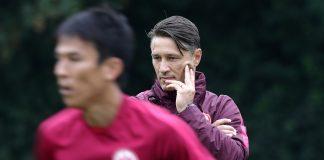 Trainer Niko Kovac (r.) ist auf der Suche nach einem Ersatz für Makoto Hasebe (l.).