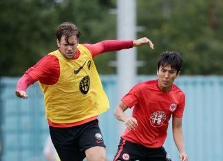 Während Russ (links) zufrieden ist, ist Makoto Hasebe auf dem Weg nach Japan.