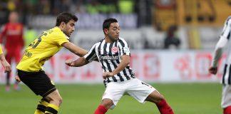 Szene aus dem Hinspiel: Marco Fabian behauptet den Ball vor Sokratis.