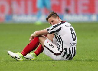 Bastian Oczipka war nach dem torlosen Remis gegen Mönchengladbach enttäuscht.