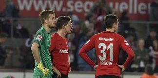 Die Eintracht steht auch nach dem Spiel gegen den 1.FC Köln wieder mit leeren Händen da und verzweifelt an sich selbst. (Bild: imago/Horstmüller)