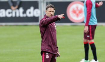 Trainer Niko Kovac will den Klassenerhalt am Wochenende eintüten.